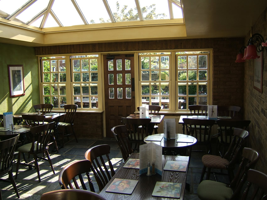 Conservatory Dining Room - Old Crown Pub Weybridge Surrey
