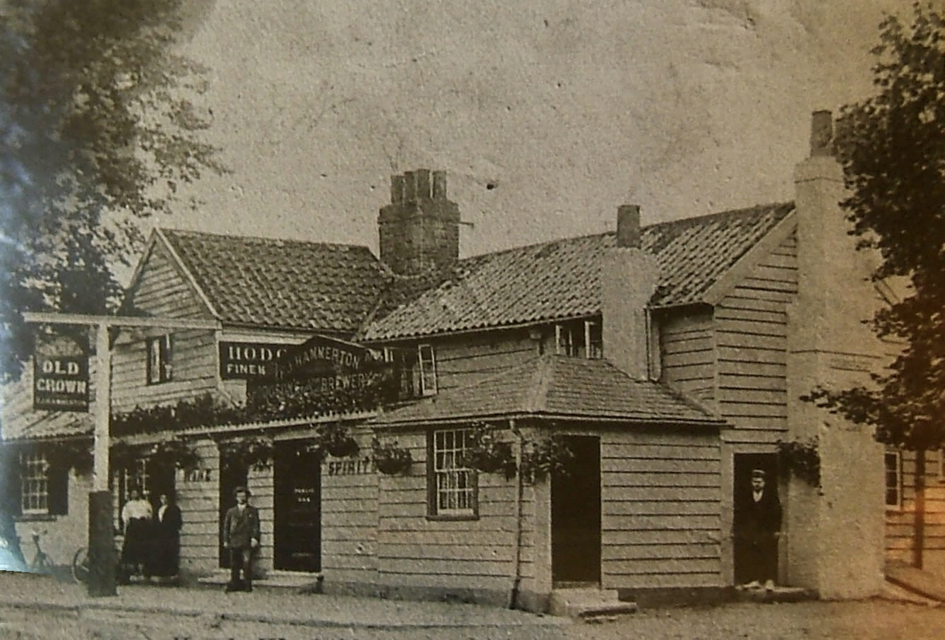Historic Photo of Old Crown Pub Weybridge Surrey - Part of Hodgsons Brewery