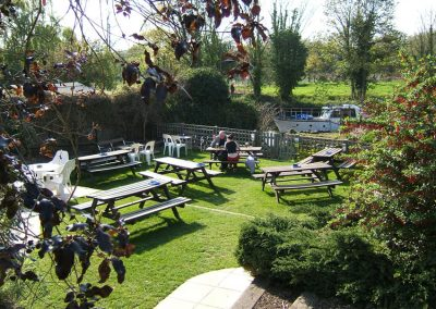 Mooring for small boats at end of pub garden - Old Crown Weybridge Surrey