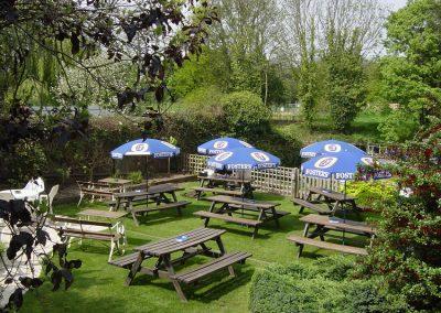 Weybridge Pub Garden - Riverside Lawn Garden