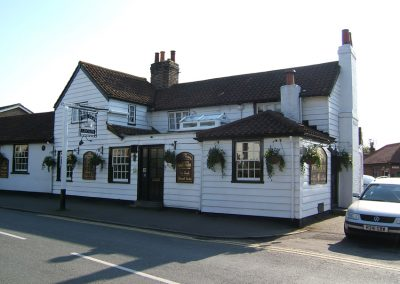 Old Crown Weybridge - Traditional family run pub