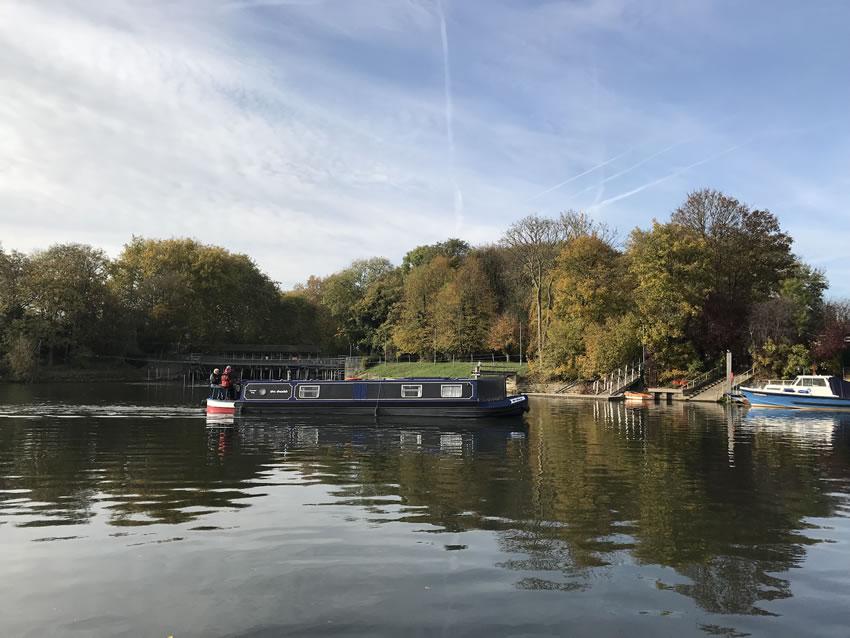 River Thames Near Old Crown Pub Weybridge Elmbridge