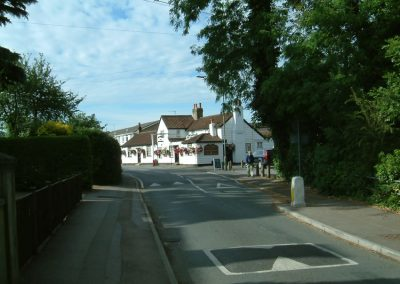 Weybridge Riiverside pub - approach from Walton-on-Thames